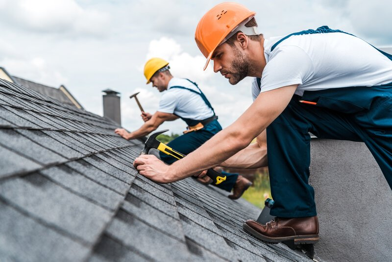 How to Tell If You Need Roof Repair or Replacement